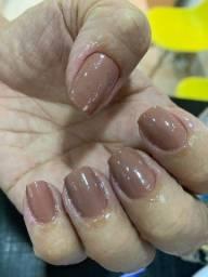 Contrata-se manicure e Podologa