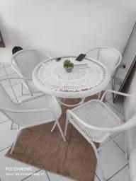 Vendo Mesa de Fibra com 4 Cadeiras