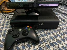 Xbox 360 Super Slim+um controle+Kinect