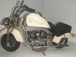 Moto miniatura de metal  R$ 100,00