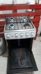 Vendo um fogão semi novo