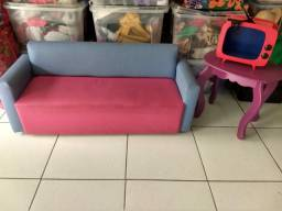 Conjunto sofá e mesinha infantil