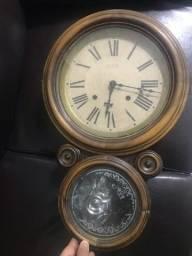 Relógio oito antigo
