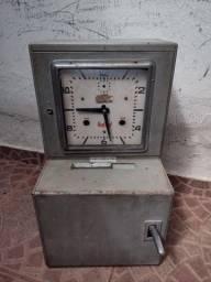 Relógio de ponto antigo
