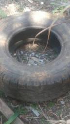 Vendo pneu de caminhonete 255/75 15 aro 15