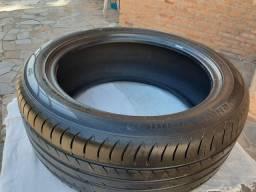 Um pneu ARO 18       245/45  /18