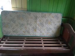 Cama de solteiro em madeira e colchão