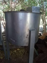 Depósito  de inox  com tampa capacidade  para  300 litros