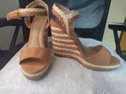 Vendo sandália nova nunca foi usada numeração 39