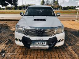Vende-se Hilux CD Cambio manual 13/14