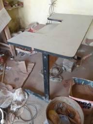 Vendo mesa em bom estado, só está suja
