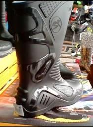 Bota Motociclista Cano Alto Preto PVC 100% Impermeável Calçados