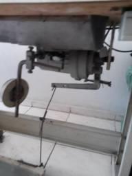 Máquina de costura 1.100,00 . Bairro bonsucesso