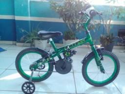 R$ 375,00 À Vista Bicicleta aro 16 Masculina c/ Adesivo do Hulk (leia o anúncio)