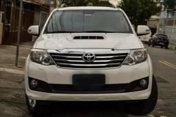 Toyota SW4 3.0 SRV 4x4. 7 Lugares - 2014