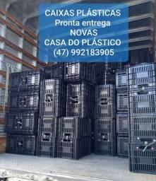 Caixas plásticas fechadas e vazadas