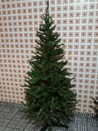 Árvore de Natal com 1,80m
