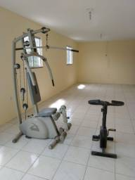 Academia e bicicleta ergométrica