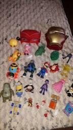 Vendo lote de brinquedos usados mais em boas condições alguns estao com marcA de uso