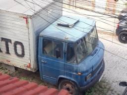 Caminhão 608 D Mercedes Bens baú