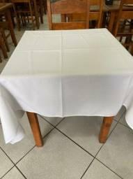 Kit 10 toalhas de mesa para buffet temos na cor branca, bege e coral