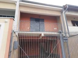 Vendo casa com varanda e garagem para até 4 veículos