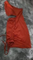 Vestido canelado com abertura