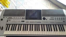 Vende se um teclado yamaha s700