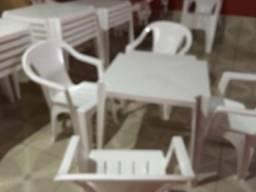 Alugo mesas e cadeira pra eventos