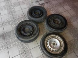 "Rodas 14"" de ferro 4 furos c/ pneus."