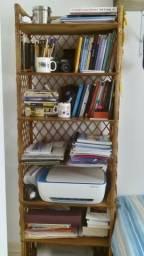 Estante em Vime e madeira para livros, roupa ou decoração