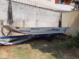 Barco modelo Chata com Carreta
