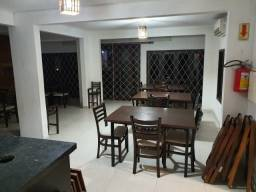 Mesas cadeiras e outros equipamentos para restaurante, em ótimo estado