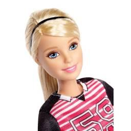 Boneca Barbie Feita Para Mexer Jogadora De Futebol