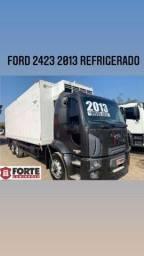 Ford cargo 2423 2013 com baú refrigerado