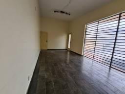 R$ 2.450 Casa Comercial - 4 Quartos - Excelente Localização - Setor Oeste