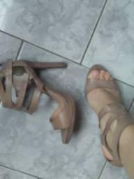 Sandália e sapatos