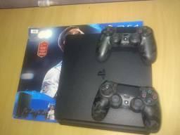 PS4 1TB estado de zero pouco uso