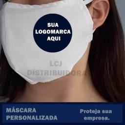 Mascara com logomarca estampada