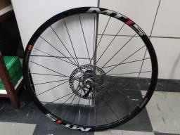 Roda dianteira Shimano MT15