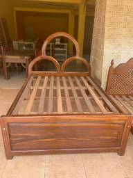 Vendo cama de madeira