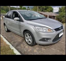 Ford Focus Hatch 2.0 Flex Aut.*Sensor de Chuva*Start Stop*Bancos em Couro - 2011