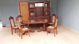 Mesa/cadeiras e Oratório