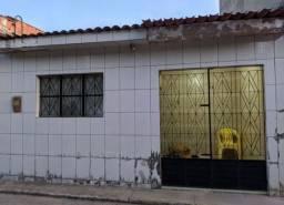 EXERCENTE CASA NA PEDREIRA
