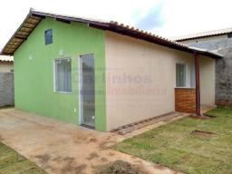 Casa á venda com 2 dormitórios com piso porcelanato, espaço verde, em Mateus leme