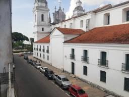 Aluga-se apartamento na cidade velha, semi mobiliado,ao lado da igreja da Sé