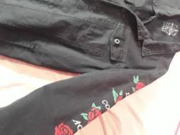 Jaqueta com detalhes nas mangas