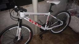 vendo bicicleta 21 macha pouquíssima usada valor 800 Reis não fasso menos