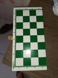 Xadrez com peças de plástico R$10