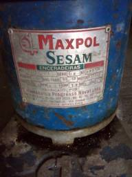 Vendo  Encerradeira de lavar Industrial  Maxpol